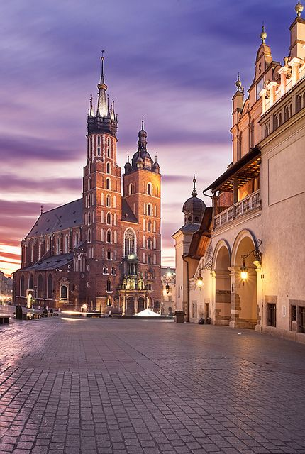 Sunrise at Rynek Glówny (Kraków), Poland by Sonja Blanco, via Flickr