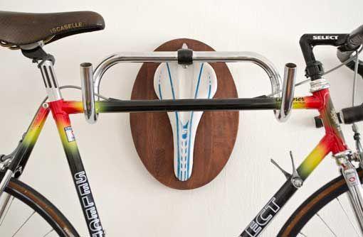 Soportes de pared para colgar bicicletas: a modo de trofeo Bike Hanger, Bike Rack, Bike Wall Mount, Hipster Vintage, Concept Shop, Home Organisation, Bike Storage, Cycling Art, Cool Bikes