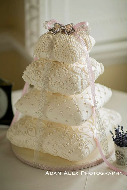 Stack of Lace & Crochet Pillows Cake! This is Gorgeous! Love this cake idea and you could even get pillows and place them like this for a nice gift also.