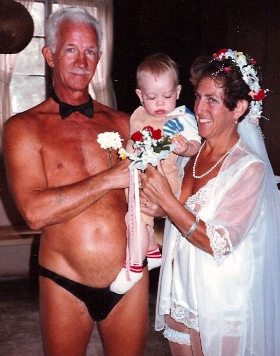 this is just wrong: Funny, Awkward Families Photos, Wedding Photos, Awkward Family Photos, Weird, Wtf, People, Families Portraits, Weddingphotos