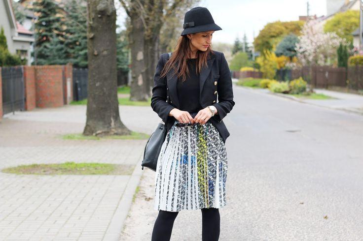 codzienna stylizacja, confashion, kapelusz, novamoda style, novamoda stylizacje, plisowana spódnica, wiosenny look, wiosenny styl, dziewczęca stylizacja, moda blog, moda po 40 ce,