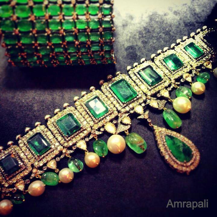 Emerald choker, holy smokes thats incredible!! No idea on the hallmark or designer tho...