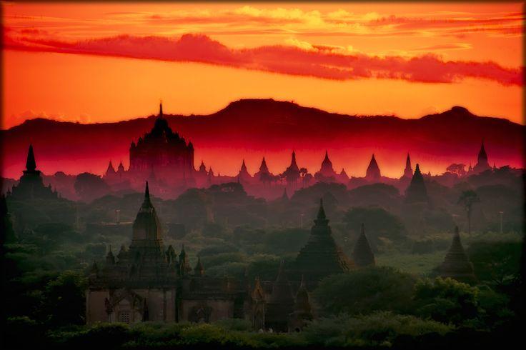 Bagan  - sunset pagodas
