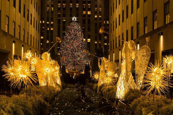Have you seen Rockefeller Center during Christmas. NO? Make sure you put that somewhere near the top of your bucket list. #glrosario #RosarioShalomayevGroup http://www.QueensNYHomeValue.com