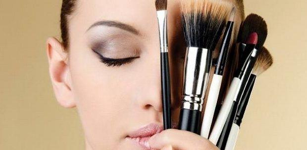 ما تفسير شراء المكياج في المنام للعزباء المكياج المكياج في الحلم تفسير ابن شاهين تفسير المكياج Eye Makeup Stencil Makeup Artist Jobs Types Of Makeup