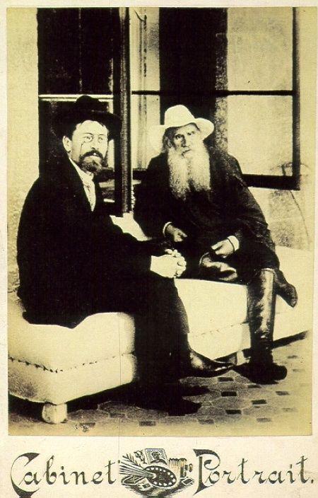 А.П.Чехов и Л.Н.Толстой, 12 сентября 1901 года. 35гениальных икоротких цитат Чехова Замечательный день сегодня. То ли чай пойти выпить, то ли повеситься Одна боль всегда уменьшает другую. Наступите вы на хвост кошке, у которой болят зубы, и ей станет легче.   Источник: http://www.adme.ru/vdohnovenie-919705/kratkost-sestra-chehova-619805/ © AdMe.ru