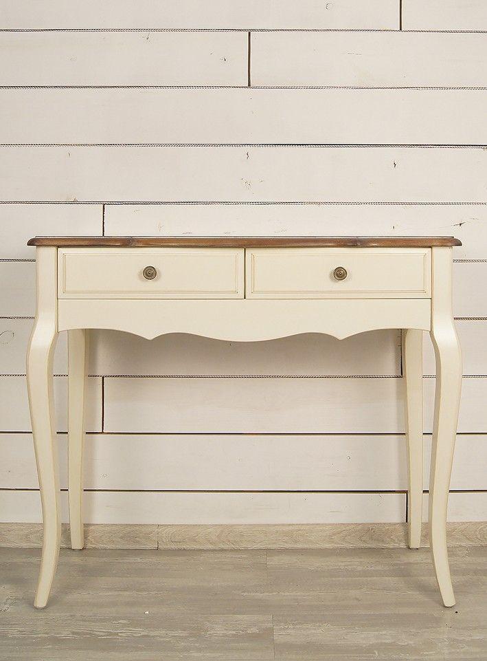 """Изысканный дизайн в стиле прованс позволяет говорить о столе """"Leontina"""" не только как о разновидности мебели, но и как о подлинном произведении искусства. Изящная форма, гнутые ножки, искусно состаренная поверхность - он словно создан для того, чтобы хранить письма с настроением или даже неопубликованную рукопись.             Материал: Дерево.              Бренд: Этажерка.              Стили: Классика и неоклассика, Прованс и кантри.              Цвета: Бежевый."""