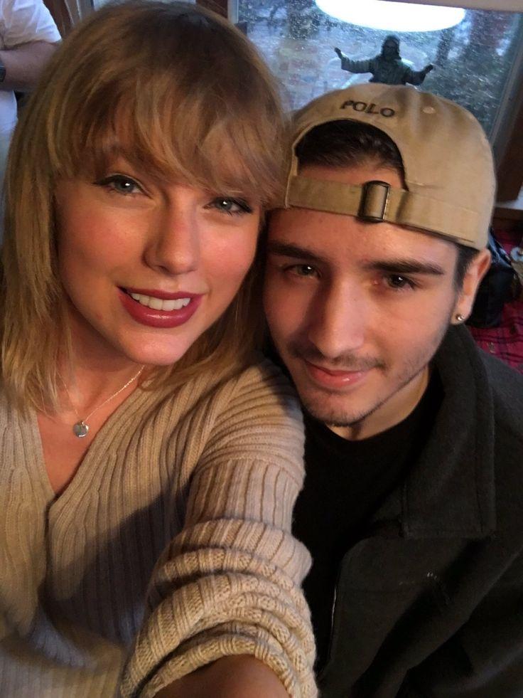 "tswiftnz: ""catsandbecky: ""Taylor and a fan today in Missouri. "" (x) """