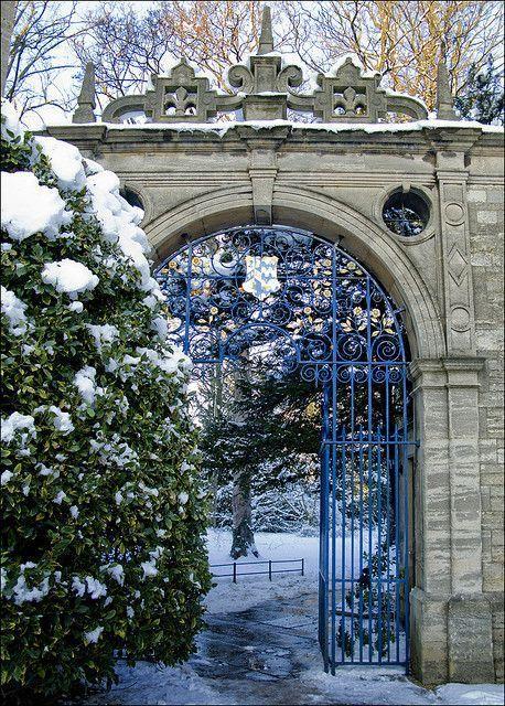 Snow Gate, Oxford, England