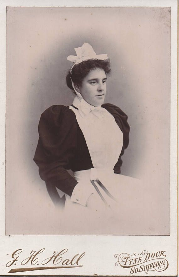 In service, house maid photo, cabinet card, c1900s, portrait photo, Victorian fashion,Social history, North East, South Shields (cab/gl20)