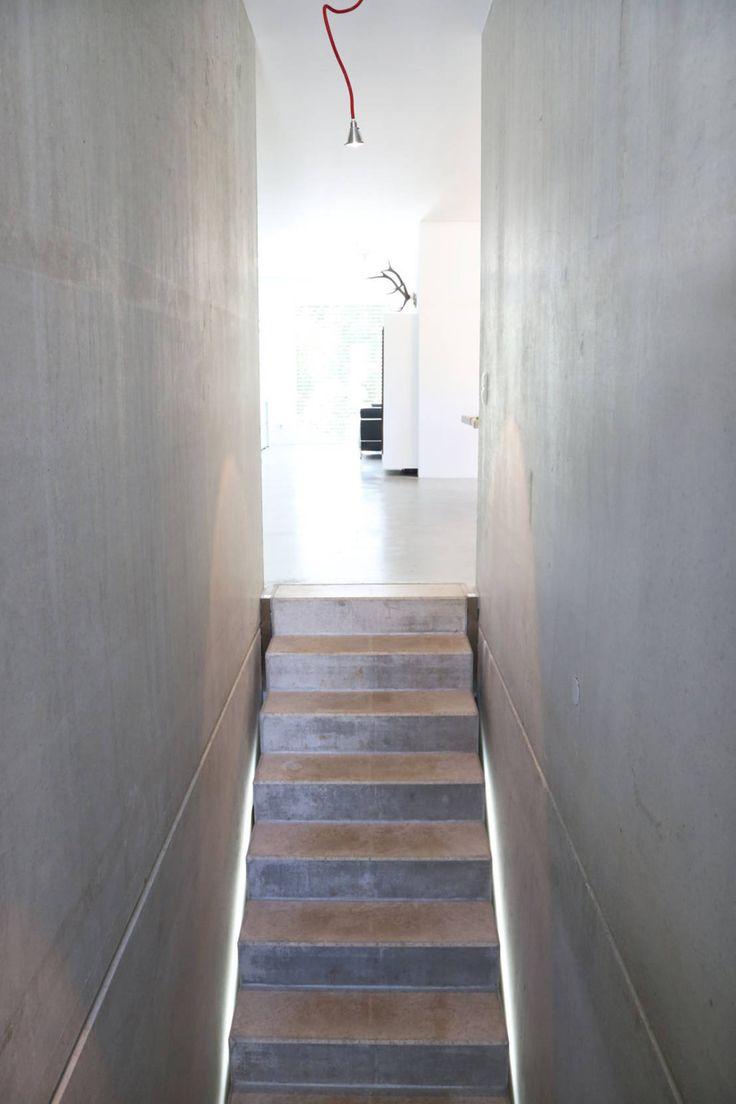 Sichtbeton Treppe _ Bauhaus Villa in München : Treppen von Architekten Team 2P-raum®