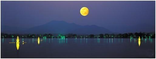 西湖十景--三潭印月  listen to: http://v.guqu.net/gdmusic/10718.html