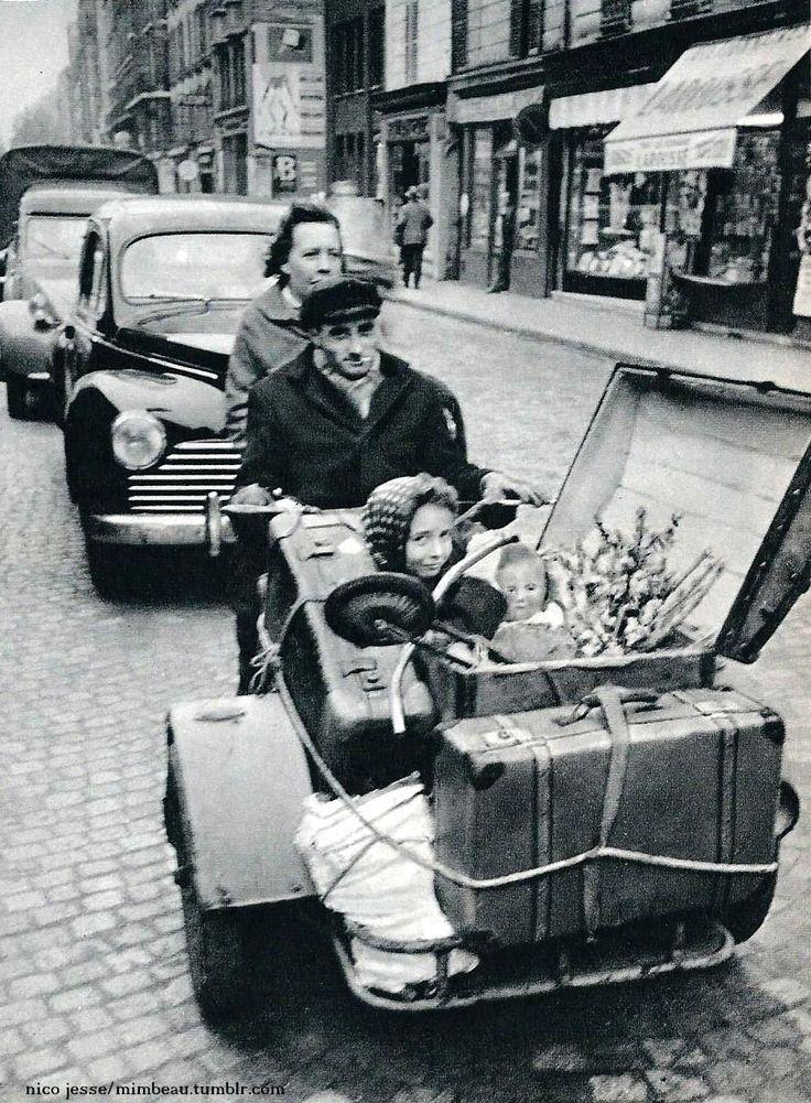Tricycle familial ! / Paris, France, c.1930.