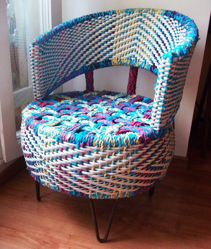Не знаете, куда деть изношенные автомобильные покрышки? Мы подскажем! Из старого колеса можно сделать новое дизайнерское кресло, детские качели или же клумбу.