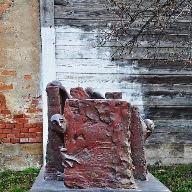 Makett #outdoor #small #figurative #work #sculpted #transylvania #vetro