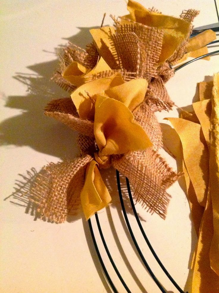 DIY wreath. NFL, Saints wreath. Project for the football fans. Great decor for football game day parties!