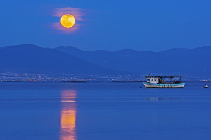 Moonrise in Thessaloniki by Nicolas Mitkanis on 500px