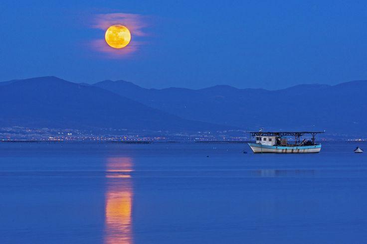 Moonrise in Thessaloniki by Nicolas Mitkanis on 500px