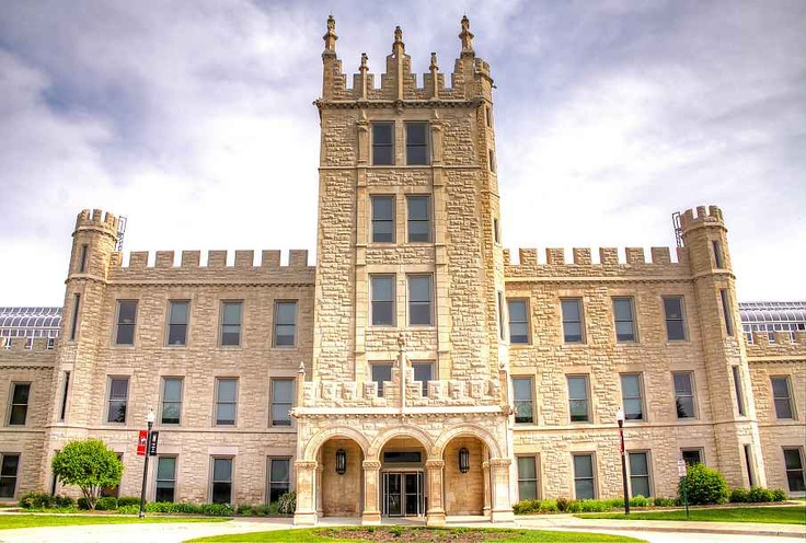 Virtual Campus Tour of Northern Illinois University by YouVisit
