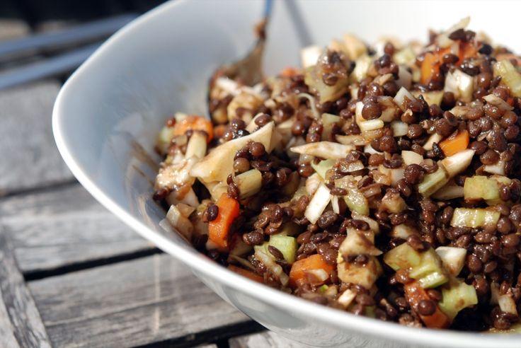 Beluga-Linsen-Salat mit Balsamico, Möhren, Fenchel und Sellerie