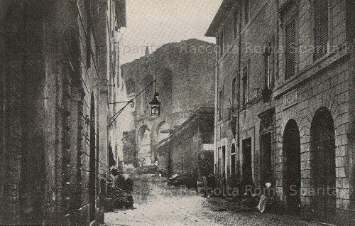 La scomparsa Via Alessandrina. Sullo sfondo la Basilica di Massenzio, su Via dei Fori Imperiali Anno:?