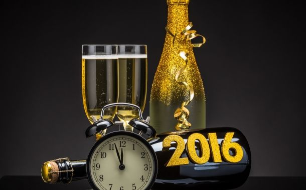 - Iubirea, bucuria, înţelepciunea şi generozitatea să vă fie călăuză în 2016 ! În speranţa unui an mai bun, vă trimit o boare de sănătate, un strop de încredere şi ceva fericire ! La mulţi ani!