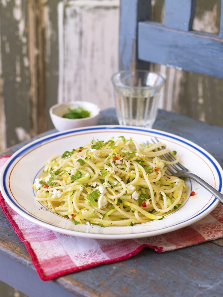 Спагетти с цуккини и козьим сыром