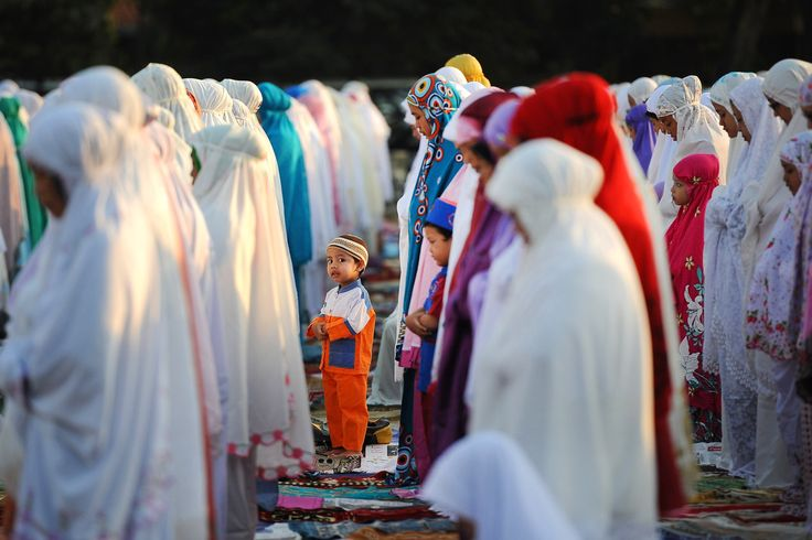 Indonesian Muslims gather for Eid Al-Adha prayer on in Surabaya, Indonesia |  Robertus Pudyanto / Getty Images