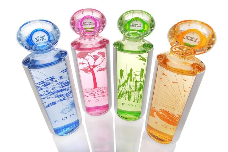 KOR One Hydration Vessel, RKS design, 2008. Bottiglia d'acqua riutilizzabile. Riduce l'impatto ambientale delle monouso e il costo per l'ambiente del trasporto dell'acqua. L'1% delle vendite è donato alle associazioni caritatevoli che si occupano di acqua.