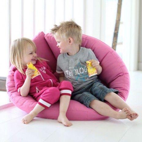 LITTLE NEST, le fauteuil cocon pour les enfants, qui est aussi un lit futon, douillet et confortable - déco et design