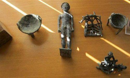 Αρχαία αντικείμενα που είχαν κλαπεί από την Ολυμπία.
