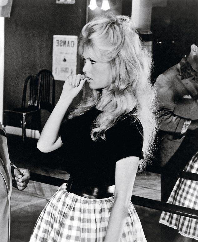 Brigitte Bardot y la manía de morderse las uñas...
