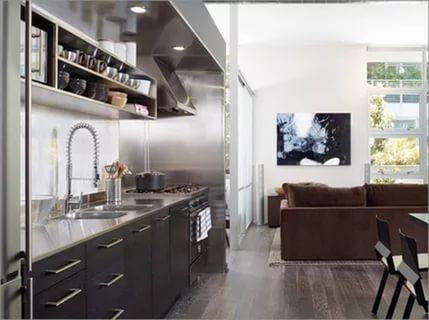 кухня классика верхние шкафы разноуровневые: 24 тыс изображений найдено в Яндекс.Картинках