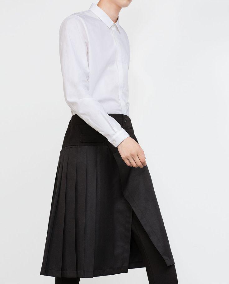 """En 2015, Zara persiste dans ses associations pantalon et jupe avec ce """"Pantalon à jupe superposée""""."""