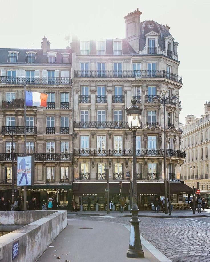 Paris Find Super Cheap International Flights to Nice, France ✈✈✈ https://thedecisionmoment.com/cheap-flights-to-europe-france-nice/ http://mundodeviagens.com/ - Existem muitas maneiras de ver o Mundo. O Blog Mundo de Viagens recomenda... TODAS!