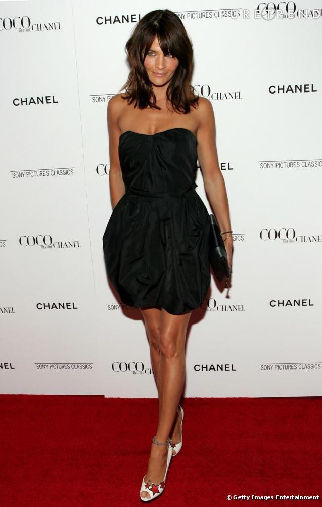bustier | Robe bustier noire, toute simple, l'actrice met de côtés tout bijoux ...