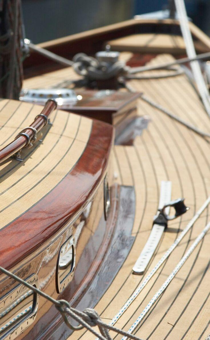 BMK Yachthafen Langenargen #BMK #yachthafen #bodensee #yacht #see #sailing #detail #woodboat