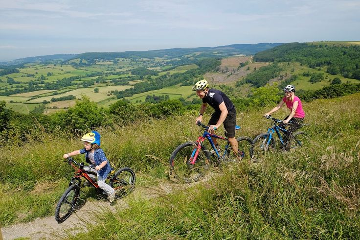 Cycling along the Sutton Bank escarpment. Sutton Bank mountain bike trails. North York Moors National Park. Credit Tony Bartholomew