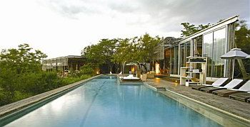 The Singita package is perfect if you're looking for a safari and Cape Town combo. Receive the 4th night free at both properties.