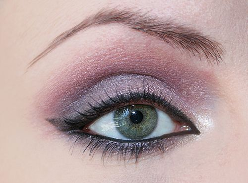 Soft violet make up: per occhi verdi e capelli biondi