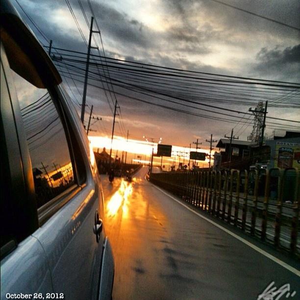台風一過な朝日。 #台風 #朝焼け#イマソラ#空#雲#フィリピン#朝日#daybreak#morning#sun#sky#clouds##philippines#tropical#storm#ofel#dark#predawn