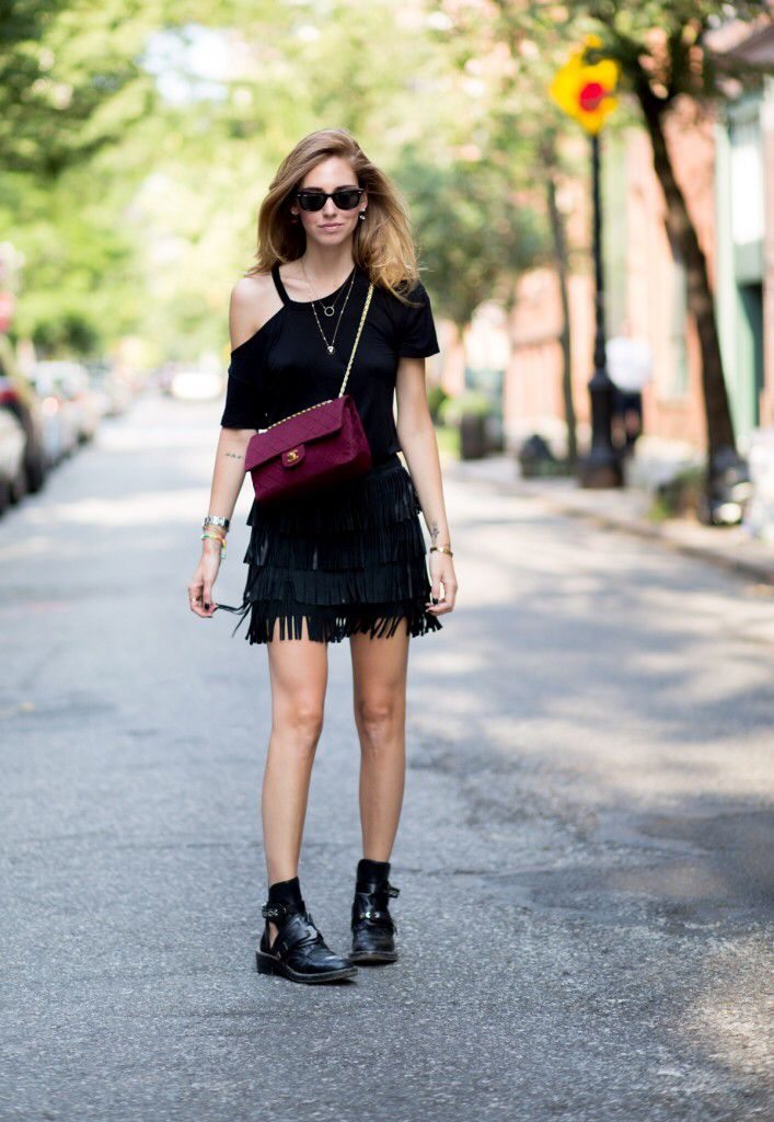 BALENCIAGA BOOTIES REFORMATION LEATHER SKIRT  LNA T-SHIRT CHANEL VINTAGE 2.55 BAG RAY-BAN SUNGLASSES