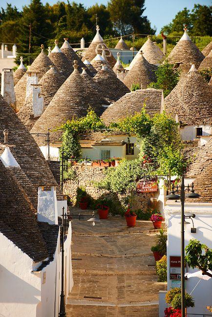 Un buongiorno speciale dai Trulli pugliesi :)  Alberobello, Puglia - Italy