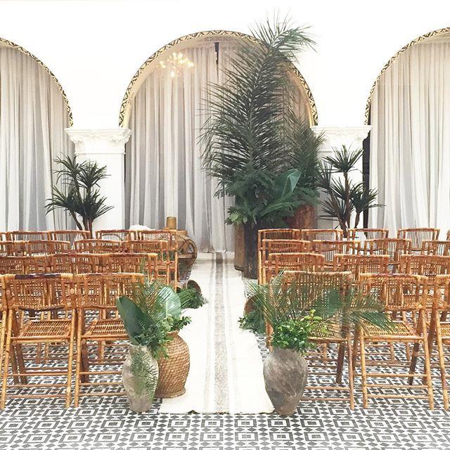 Love this boho/tropical vibe for a wedding ceremony!