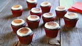 :: for those of us with a slight obsession for smores, let me draw your attention to Martha's Toasted Marshmallow Cupcakes ::