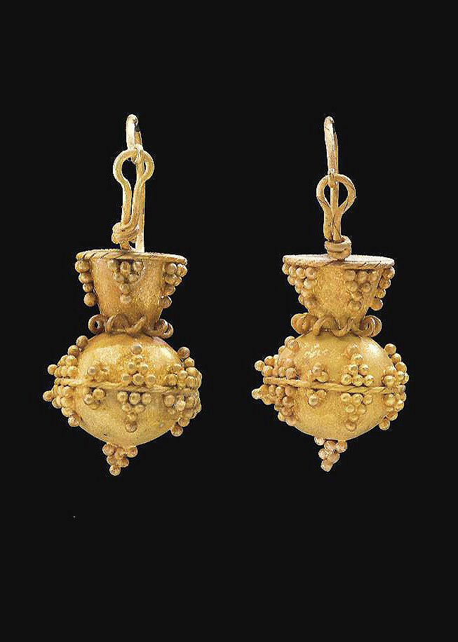 A PAIR OF OSTROGOTHIC GOLD EARRINGS CIRCA 6TH CENTURY A.D.