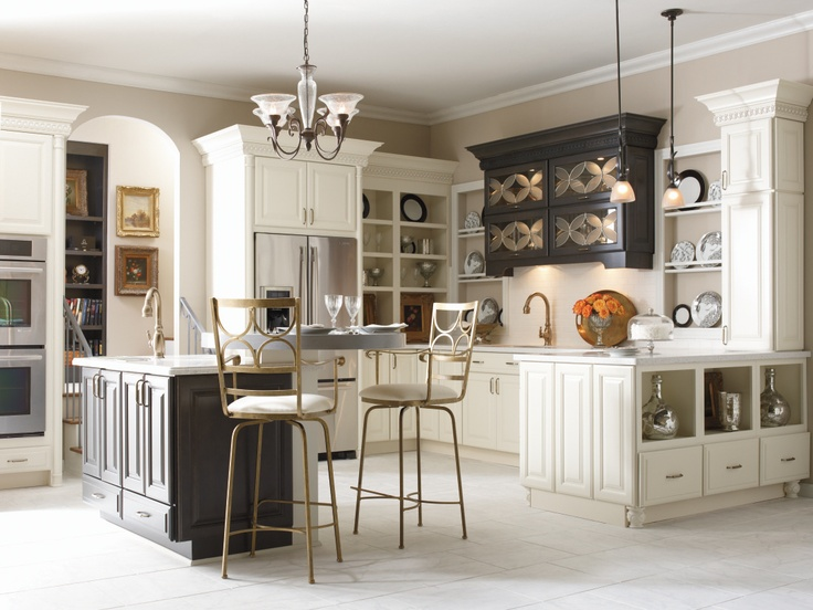 The Coconut Storm Finishes On The Schrock Parker Maple Doors Create An Inviting Kitchen Of Off White Kitchen Cabinetscorner