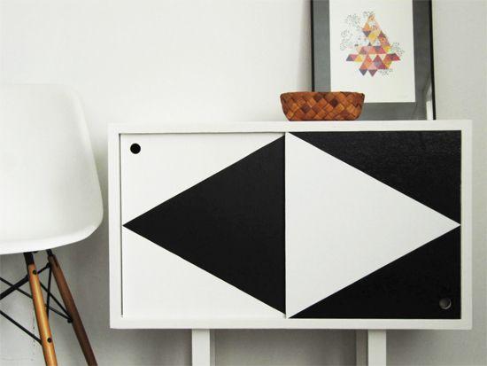 DIY: geometric black and white painted sideboard. Bambula via creerrecycler