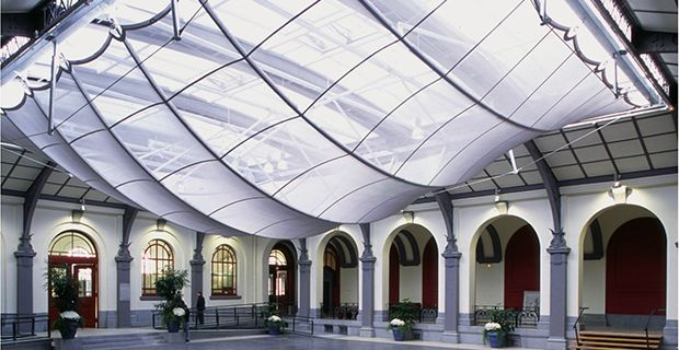 When designing decorative sails, architects and interior designers make use of Serge Ferrari Batyline composite membranes because of their lightness, structural qualities, aesthetic appearance and flexibility of usage.