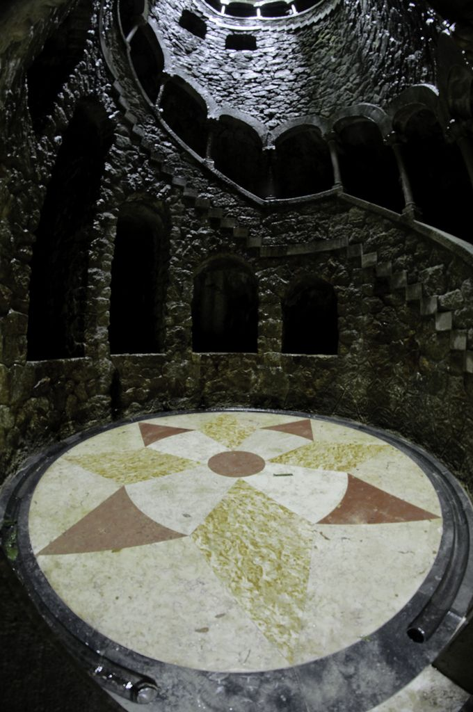 Колодец Посвящения - усадьба Кинта-да-Регалейра, Синтра, Португалия - Редкие…